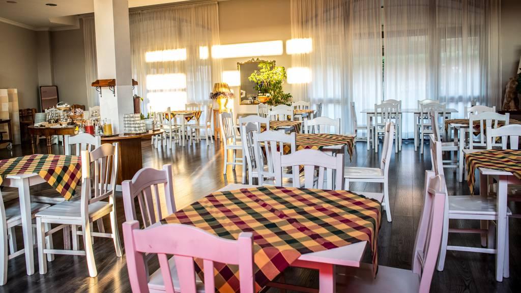 Hotel-Tuscania-Panoramico-Tuscania-Viterbo-salle-du-petit-déjeuner-2-C14I0733