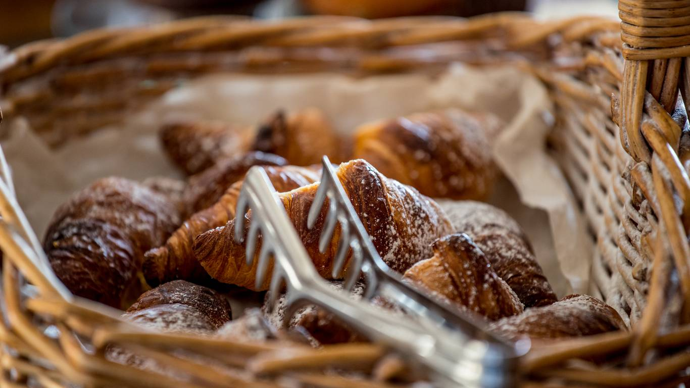Hotel-Tuscania-Panoramico-Tuscania-Viterbo-petit-déjeuner-croissant-C14I0393