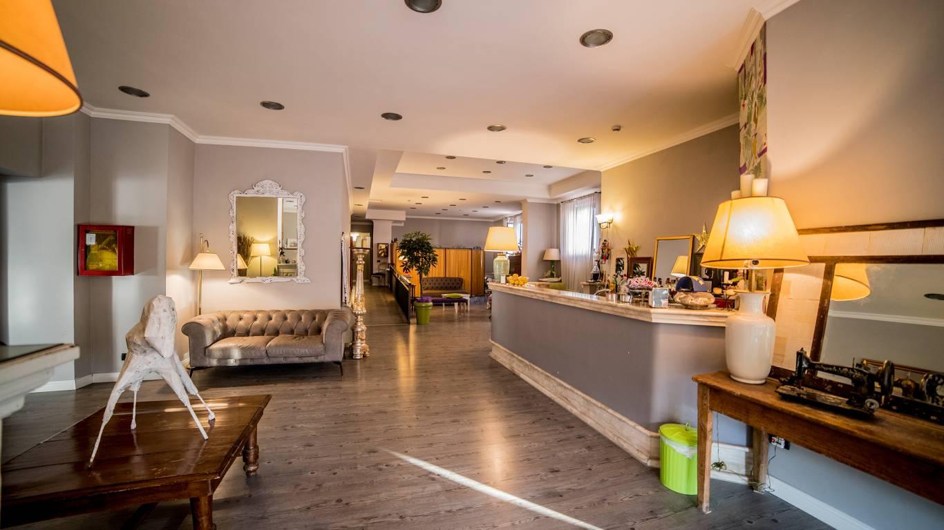 Hotel-Tuscania-Panoramico-Tuscania-Viterbo-bar-salon-1-C14I1269