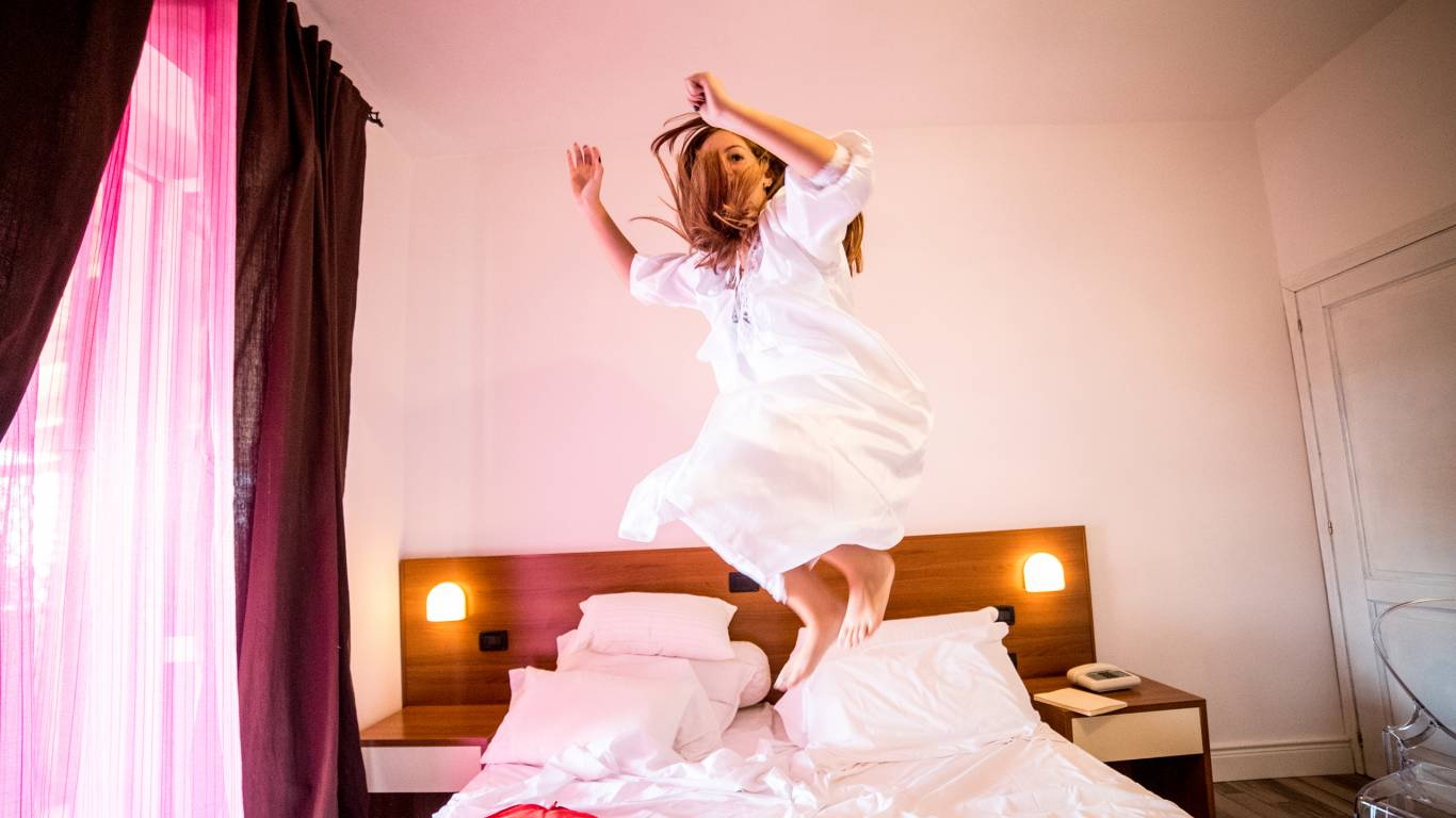 Hotel-Tuscania-Panoramico-Tuscania-Viterbo-chambre-lit-couvertures-2-C14I2973