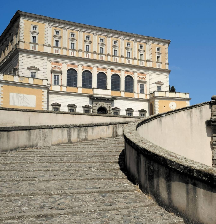 Hotel-Tuscania-Panoramico-Tuscania-Viterbo-Palazzo-Farnese-Gradoli-squadrata