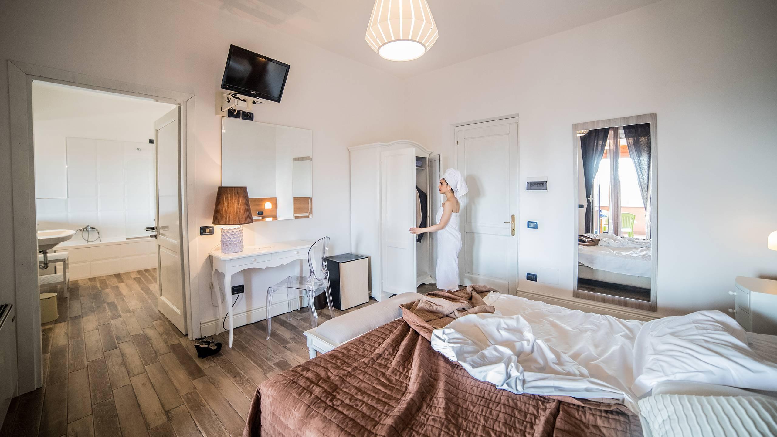 Hotel-Tuscania-Panoramico-superior-room-C14I3303