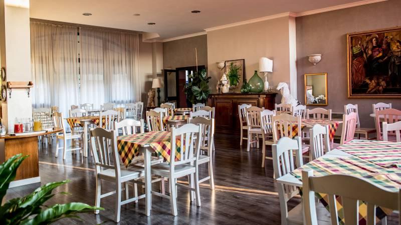 Hotel-Tuscania-Panoramico-Tuscania-Viterbo-breakfast-room-3-C14I0740